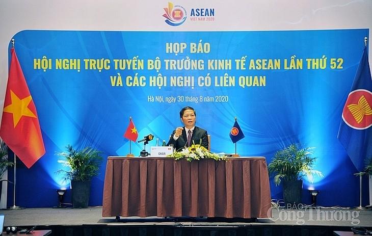 การแถลงข่าวต่อสื่อมวลชนเกี่ยวกับการประชุมรัฐมนตรีเศรษฐกิจอาเซียนครั้งที่52 และการประชุมที่เกี่ยวข้อง - ảnh 1