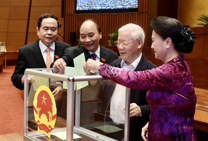 ที่ประชุมสภาแห่งชาติอนุมัติให้นายกรัฐมนตรีเหงวียนซวนฟุกพ้นจากตำแหน่งตามวาระ - ảnh 1