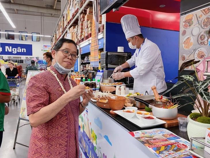 งานฉลองสงกรานต์ 2021 ที่ MM Mega Market ทั่วประเทศเวียดนาม - ảnh 3