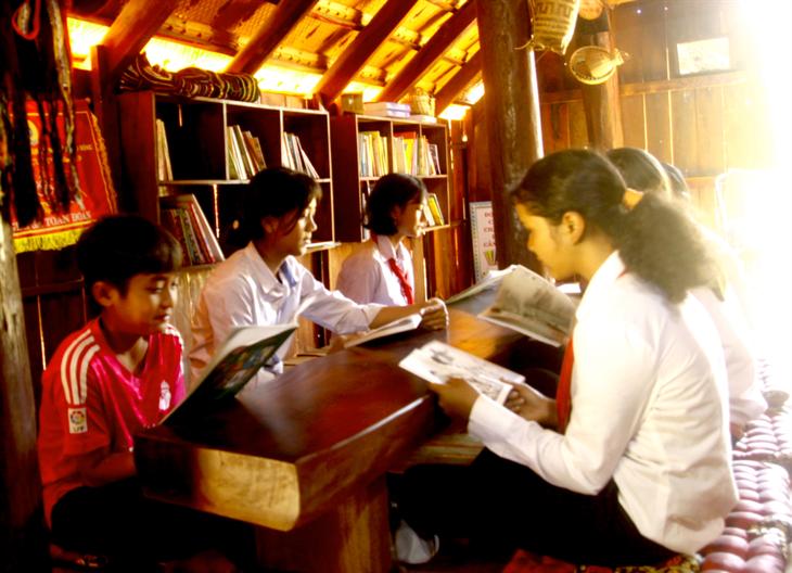 จุดประกายความรักวัฒนธรรมให้แก่นักเรียนชาวเอเดในโรงเรียนมัธยมตอนต้น Y Ngông Niê Kđăm ในจังหวัดดั๊กลั๊ก - ảnh 2