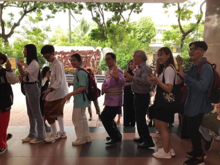 """งาน """"สงกรานต์ 2564 – วัฒนธรรมดั้งเดิม รื่นเริงร่วมสมัย"""" ณ นครโฮจิมินห์ - ảnh 3"""