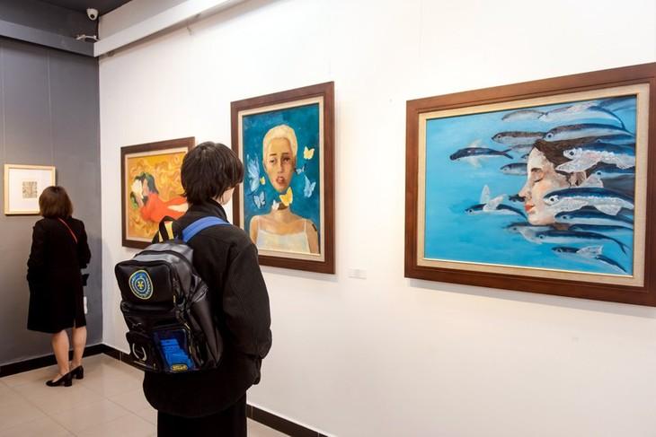 """นิทรรศการภาพวาด """"โห่ยหายหมา"""" (Hồi Hải Mã) แนะนำผลงานของจิตรกรรุ่นใหม่ - ảnh 2"""