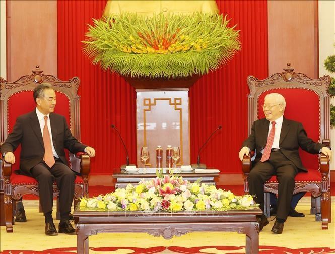 ผู้นำพรรคและรัฐบาลเวียดนามให้การต้อนรับรัฐมนตรีว่าการกระทรวงการต่างประเทศจีน - ảnh 1
